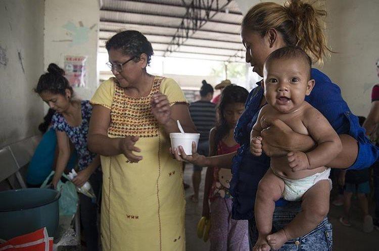 hundreds of hondurans travel with their families-Photo Prensa Libre-EFE