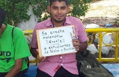 Unemployed Math Teacher from El Salvador Gives Free Math Tutorials in Local Parks