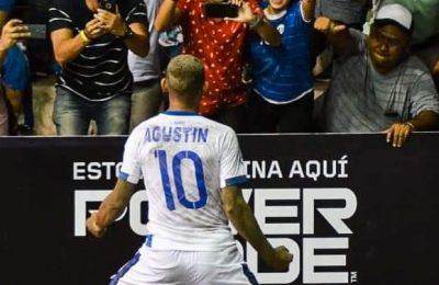 """Orgullo Salvadoreño, """"Tín"""" Ruiz, es un Líder en el Fútbol Playa y en la Vida"""