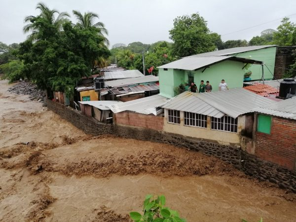 A Double Crisis: Community Aid and Resilience Amidst COVID-19 Pandemic and Tropical Storms in El Salvador